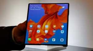 Huawei Mate X dalam posisi lebar mempunyai ukuran layar 8 inci (2480x2200).