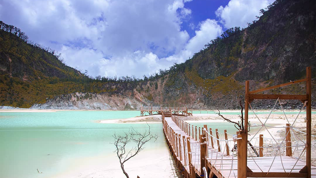 Image result for kawah putih