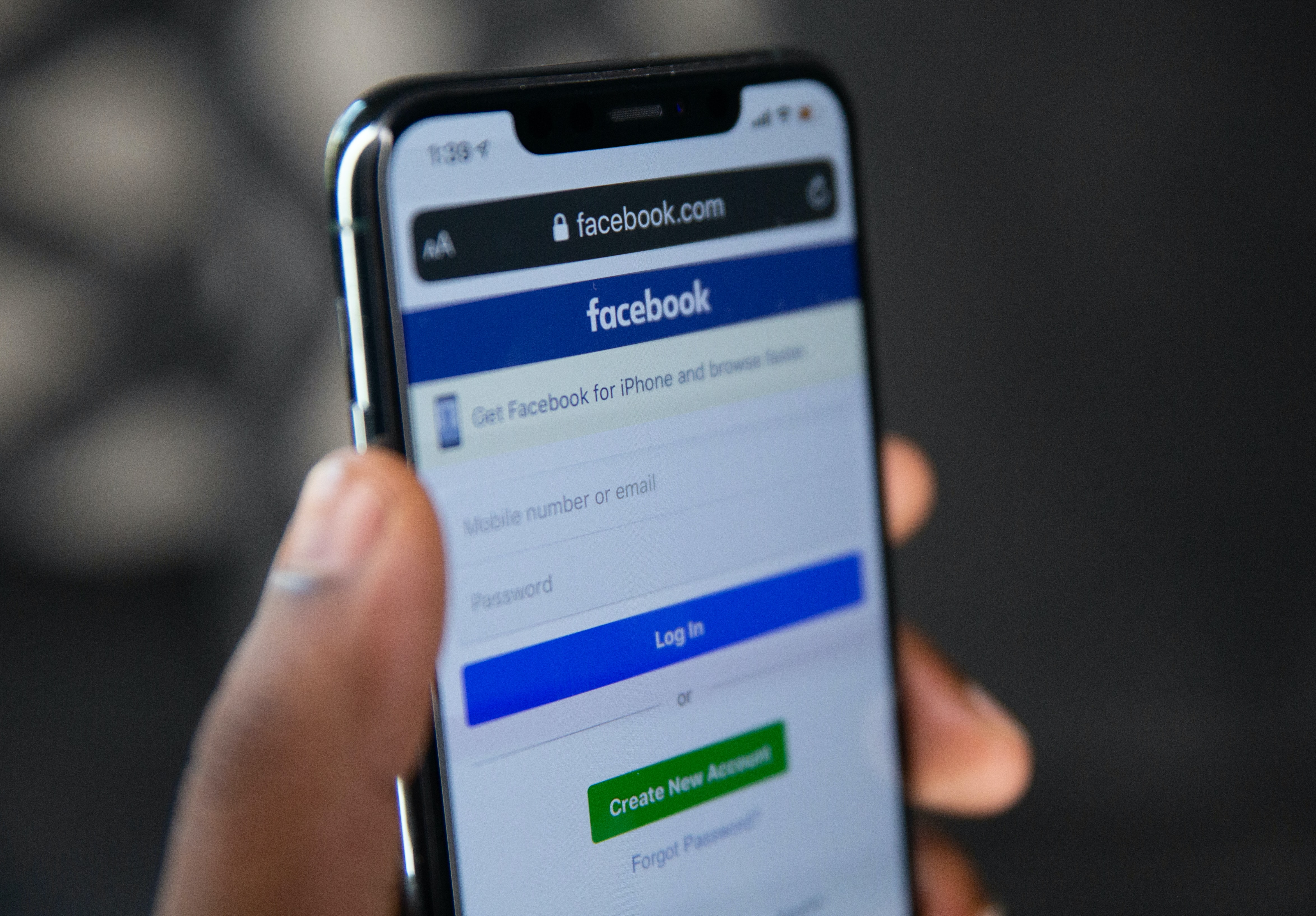Facebook Hentikan Rekomendasi Postingan Politik pada Pengguna