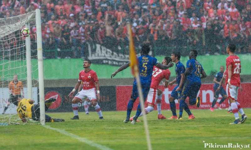 Simak Foto Ini, Gol atau Tidak?