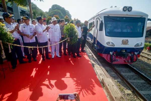 Kereta Jakarta-Bandung Kini Lebih Cepat