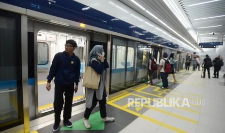 Hari Pertama Uji Coba MRT, Penumpang Keluhkan Sinyal Buruk