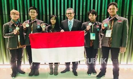 Keren ! Pelajar Indonesia Raih Prestasi Olimpiade Sains di Belanda