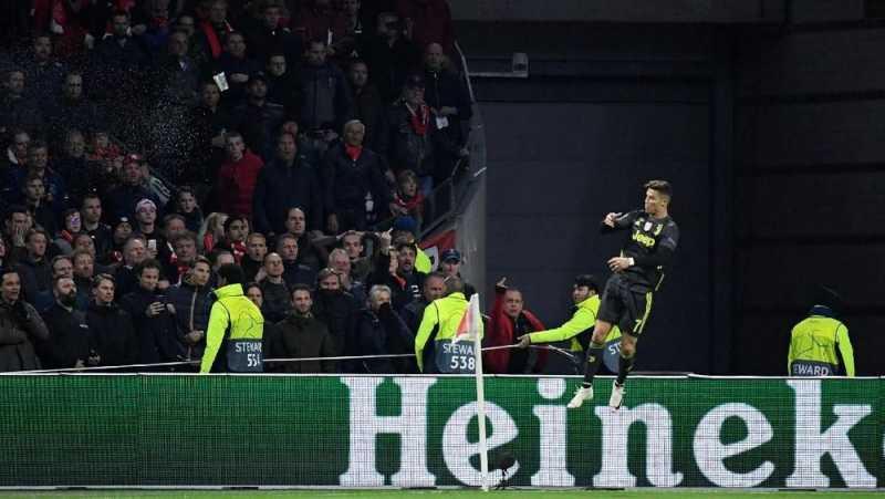 Ronaldo Dilempar Gelas Saat Selebrasi di Kandang Ajax