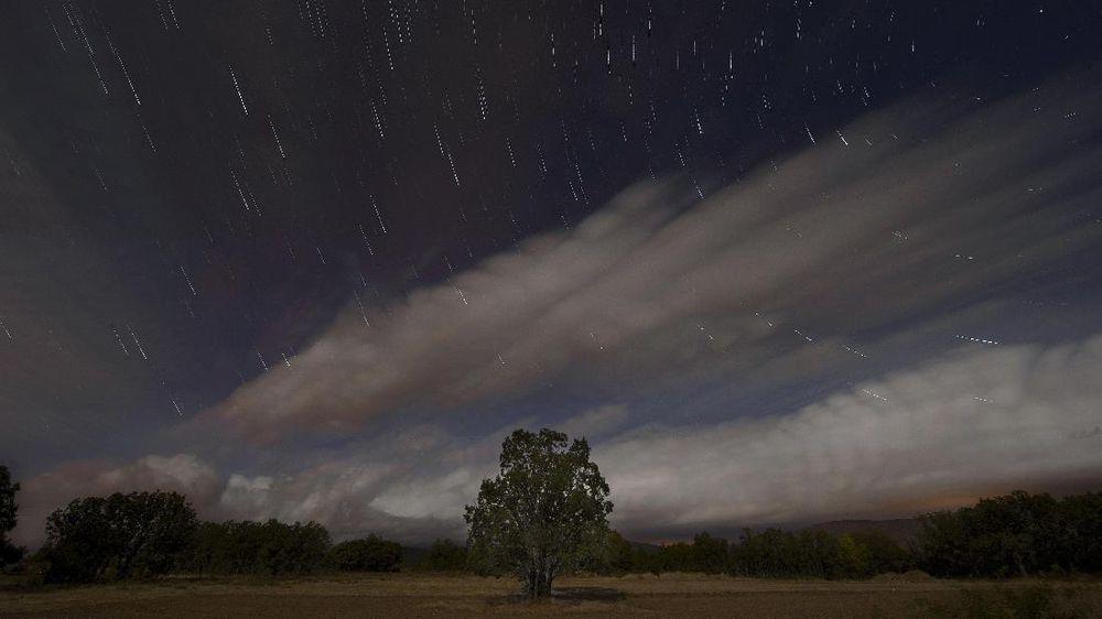 Puncak Hujan Meteor Leonid Akan Hiasi Langit Malam Nanti