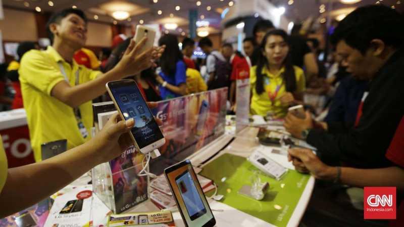 Rupiah Lemah, Penjualan Ponsel Merosot Hingga 70 Persen