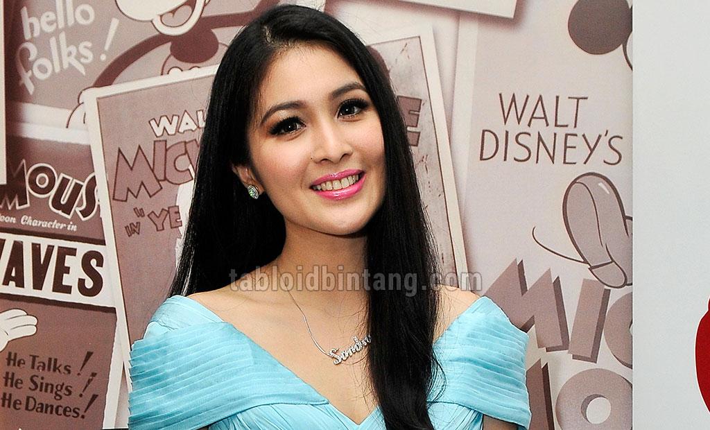 Tetap Bekerja Saat Hamil Tua, Sandra Dewi Dikritik Netizen