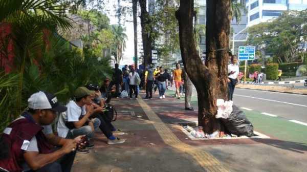 Ihhh... Pedestrian Asian Games Sekitar GBK Dipenuhi Sampah
