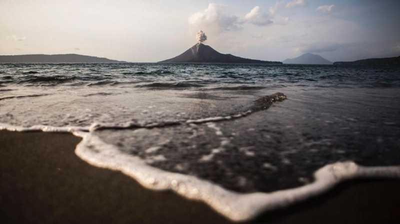 Tinggi Gunung Anak Krakatau Susut, Potensi Longsor Mengecil