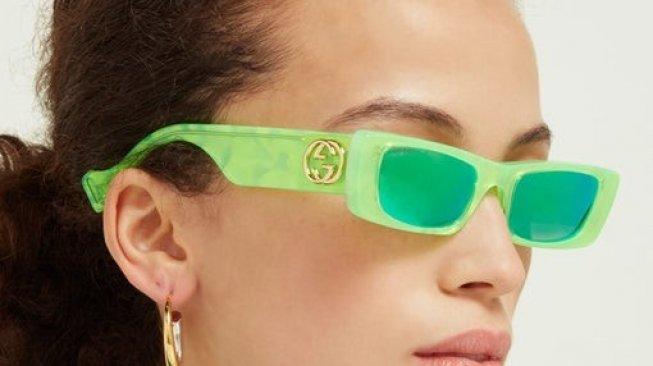 Gucci Luncurkan Kacamata Neon untuk Libur Musim Panas