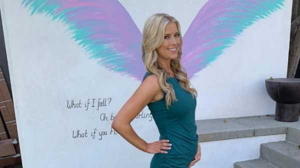 Makan Plasenta Bayinya Sendiri, Bintang Reality Show Ini Jadi Sensasi