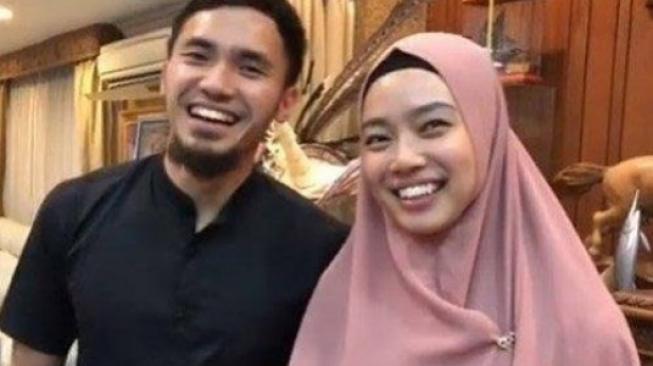 Arie K Untung Ikut Bahagia Lindswell Kwok Mualaf