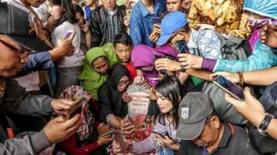Fenomena Warga Selfie di Makam BJ Habibie, Tuai Keprihatinan Warganet