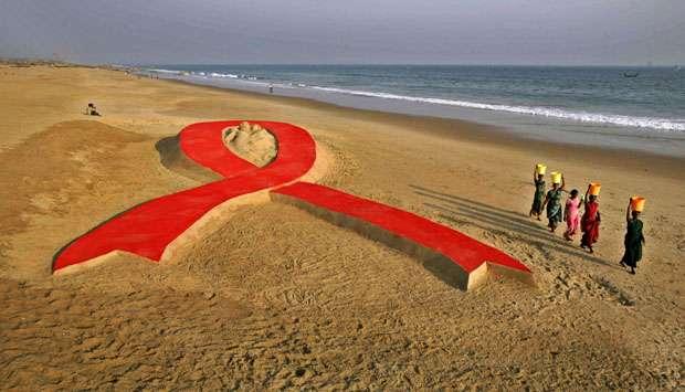 Jumpa Penderita AIDS Pakai Sarung Tangan, Ratu Kecantikan Dikecam