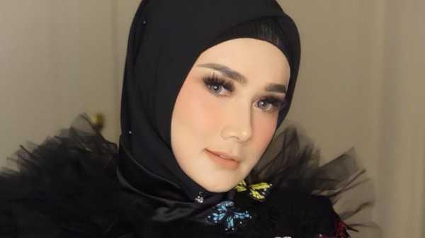 Viral Mulan Jameela 'Keciduk' Makan di Warteg