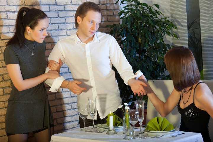 Etika Mengencani Mantan Pacar Teman: Ketika Hubungan Sudah Benar-benar Berakhir