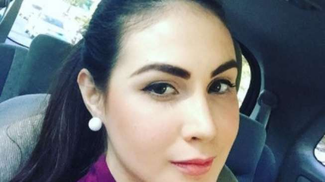Cantiknya Arumi Bachsin Saat Dampingi Emil Dardak Bertugas