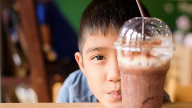 Anak Sebaiknya Tidak Minum Kopi Sampai Usia 18 Tahun