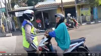 'The Power of Emak-Emak', Diminta Mundur Malah Marahi Polwan