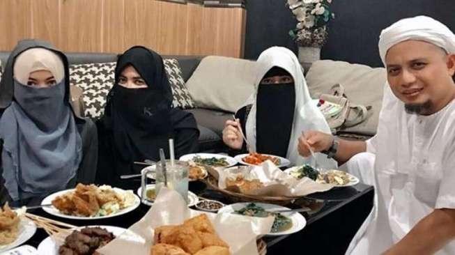 Punya 3 Istri, Ustadz Arifin Ilham Diminta Nikahi Janda Tua