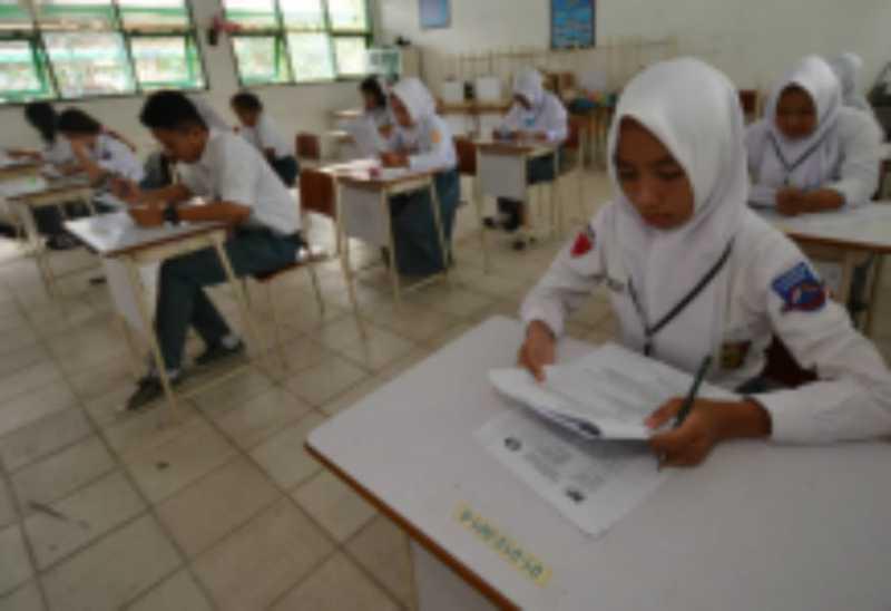 Guru Bekasi Buat Aplikasi Anti-Bolos