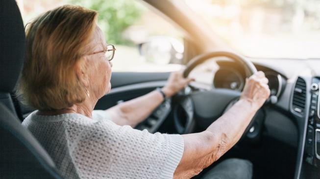 Cari Jodoh di Tinder, Nenek 82 Tahun Ini Hobi Ganti Teman Kencan