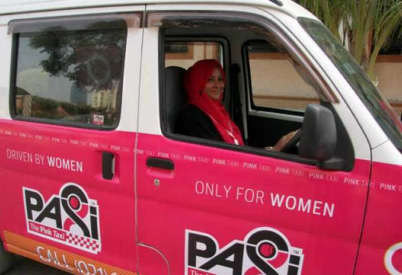 Lindungi Wanita dari Pelecehan, Pakistan Luncurkan Pink Taxi