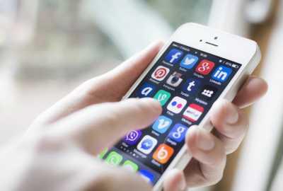 Perbedaan dan Persamaan Pria-Wanita saat Online di Ponsel