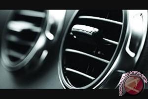 Membuka kaca mobil sebelum hidupkan AC, mitos atau fakta?
