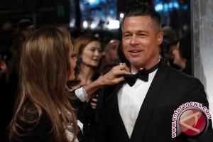 Brad Pitt dan Angelina Jolie Resmi Berstatus Lajang
