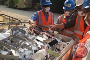 Oppo hancurkan 23.000 smartphone di Bogor