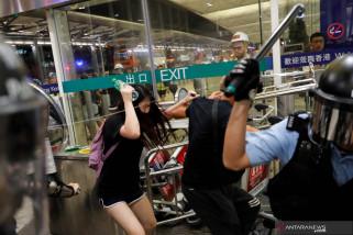 Bentrokan di Bandara Hong Kong Pecah Pascapenerbangan Dihentikan