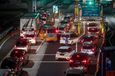 Sejumlah Rest Area Ditutup, Pemudik Diminta Isi Penuh BBM Kendaraan