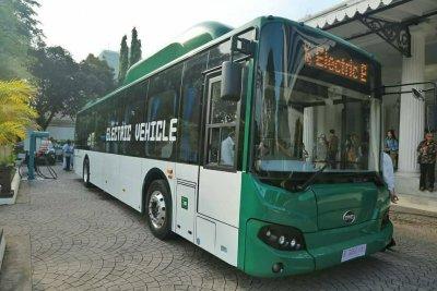 Berlomba Jadi Pionir Bus Listrik, dari Moeldoko hingga Bakrie
