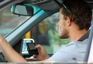 Prancis Terapkan Larangan Memakai Ponsel Saat Berkendara