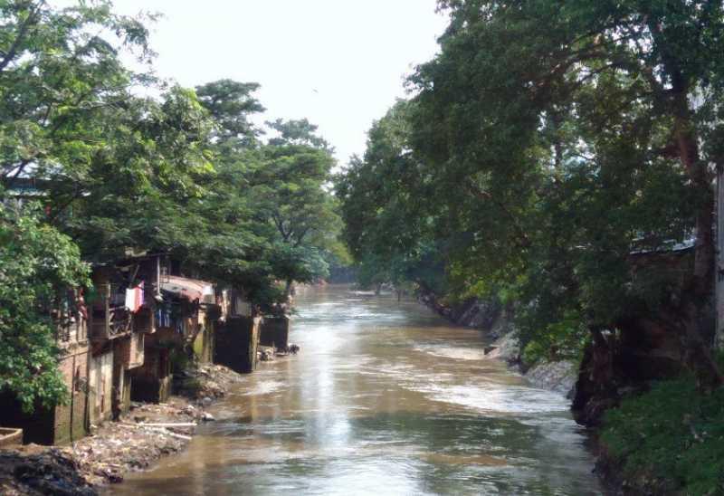 Sepenggal Cerita Warga di Bantaran Kali Ciliwung