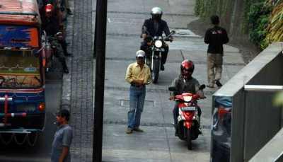 Viral Sepeda Motor Serobot Trotoar, Djarot: Itu Kurang Ajar