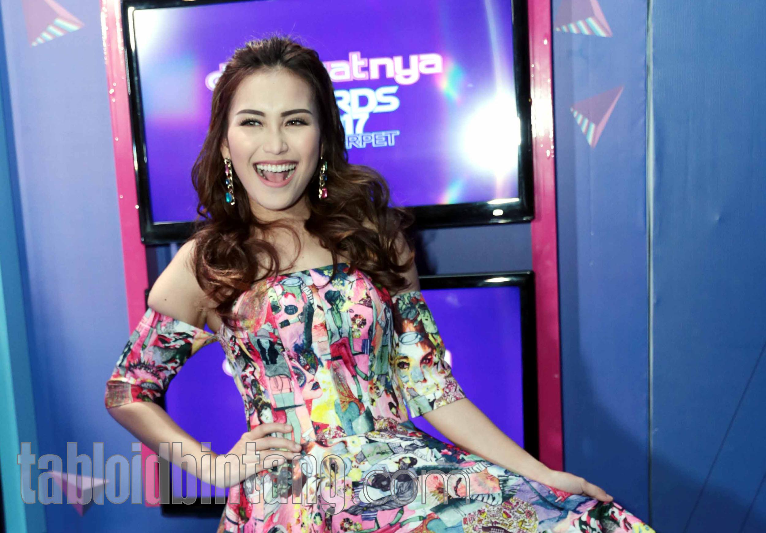 Sejak Mundur dari Pesbukers, Ayu Ting Ting Sering Hubungi Vicky Prasetyo