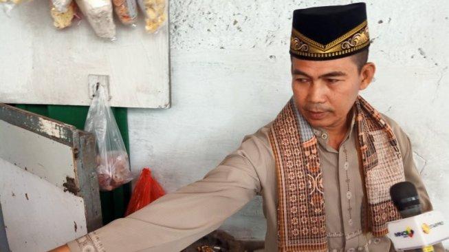 Putra Elvy Sukaesih Hampir Tebas Kepala Penjual Rokok