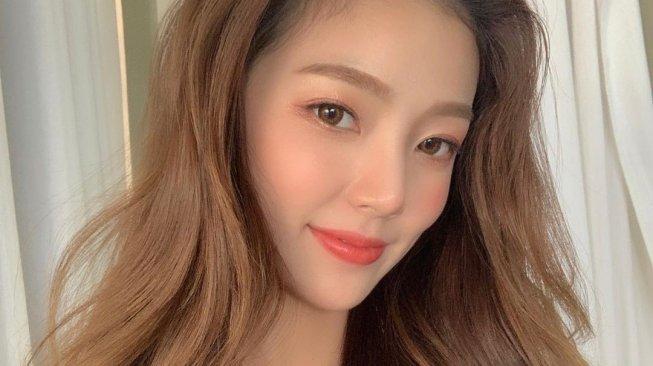 Mirip Irene Red Velvet, Kecantikan Model Ini Jadi Viral