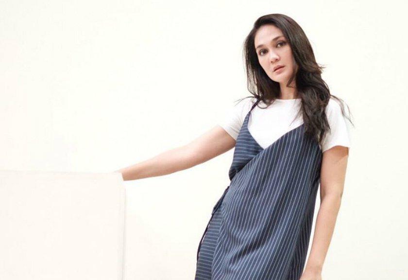 Cara Luna Maya Jaga Eksistensi Label Fashion