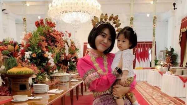 Ajudan Cantik Iriana Jokowi Bikin Heboh Netizen Gara-gara Foto ini