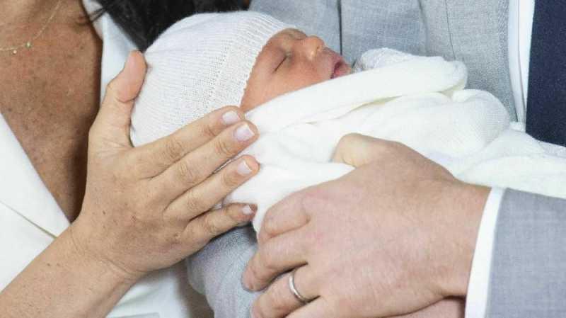 Winnie the Pooh Bawa Kado untuk Anak Pangeran Harry