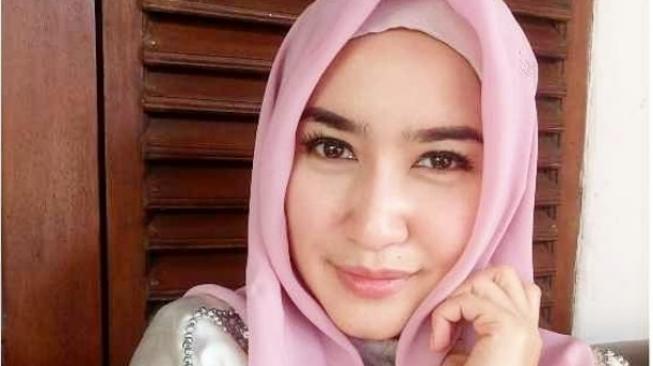 Ingat Mantan Istri Ferry Maryadi? Kini Tambah Cantik dengan Hijab