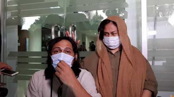 Sulit Bicara karena Tumor, Ria Irawan Tunjukkan Semangat ke Wartawan