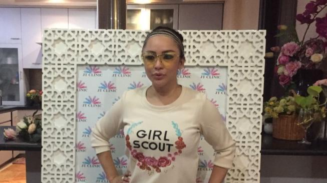 Demi Lelaki, Regina eks Farhat Abbas Filler Bibir Bentuk Love