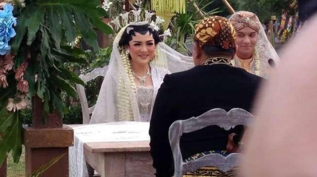 Pernikahan Vicky Shu-Imam Ade Cuma Dihadiri Kerabat