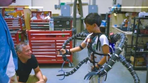 Jutawan Bitcoin Ini Bikin Lengan Robot Musuh Spiderman