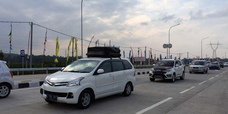 Mobil Pelat B Padati Gerbang Tol Salatiga