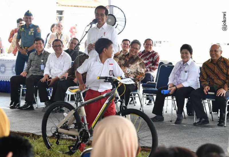 Netizen Ramai-Ramai Beri Ucapan untuk Jokowi